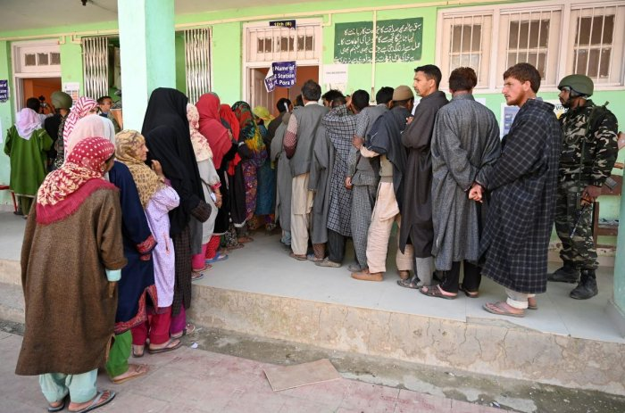 Kashmiri voters queue up to cast their vote at a polling station during the fourth phase of India's general elections at Damhal Hanjipora Kulgam district, south of Srinagar on April 29, 2019. (AFP File Photo)