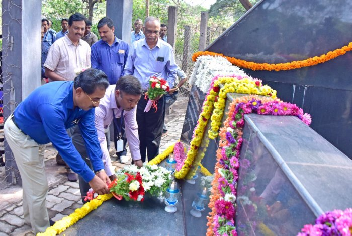 Deputy Commissioner Sasikanth Senthil, Airport director Abraham Khosy place flowers at air crash memorial, in Kuloor on Wednesday.