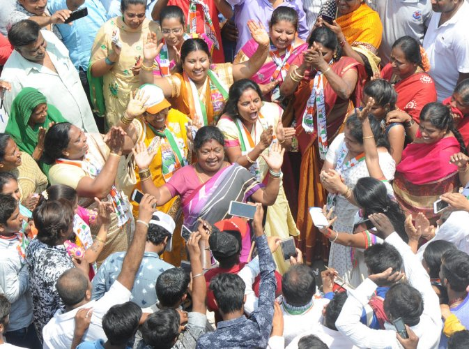 Govindaraj Nagar congress candidate Priyakrishna dancing during the Priyakrishna's election nomination rally. (TPML Photo)