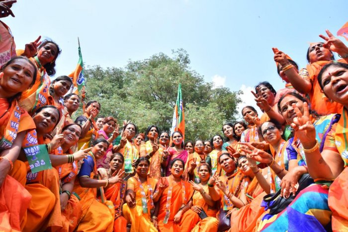 Women workers celebrate the victory of BJP candidate Pralhad Joshi in Dharwad on Thursday. DH Photo/Tajuddin Azad