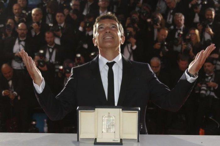 Hollywood actor Antonio Banderas wins Cannes 'best actor' as Almodovar alter ego. AFP Photo