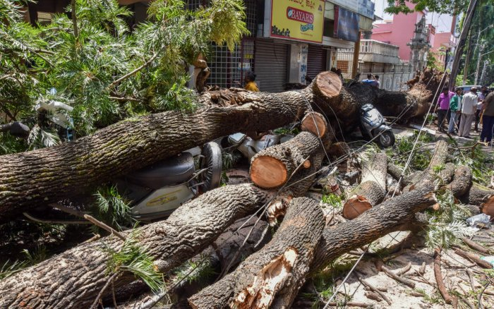 The scene near the Vijayanagar Club (DH Photo/M S Manjunath)