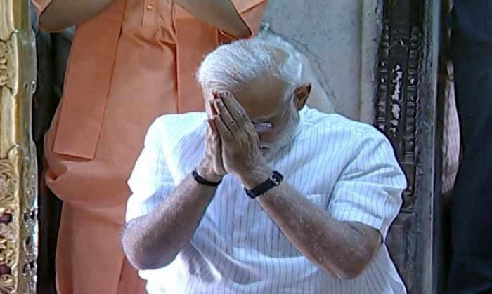 Varanasi: Prime Minister Narendra Modi offers prayers at Kashi Vishwanath Temple, in Varanasi, Monday, May 27, 2019. (Twitter Photo/PTI)
