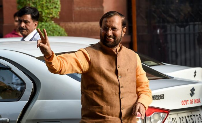 Indian Minister of Environment, Forest and Climate Change and Minister of Information and Broadcasting Prakash Javadekar gestures as he arrives to attend a meeting with the newly-named cabinet in New Delhi on May 31, 2019. (AFP Photo)
