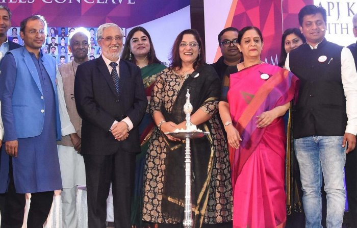 AICTE chairman Anil Sahasrabudhe (third from left). along with Mohit Dubey, Garima Babbar, Pratima Sheorey, Sayalee Gankar, Santosh Huralikoppi and others, at the inauguration of the future skills conclave organised by the FUEL, in Hubballi on Sunday.