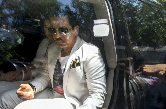 Businessman Robert Vadra arrives at the Enforcement Directorate (ED) office for questioning in connection with a money laundering case, in New Delhi, Thursday, May 30, 2019. Congress General Secretary Priyanka Gandhi Vadra is also seen. (PTI Photo)