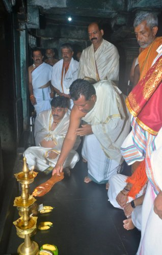 Water Resources Minister D K Shivakumar and Muzrai Minister P T Parameshwara Naik take part in the special prayers offered at Rishyashringaswamy Temple at Kigga on Thursday.