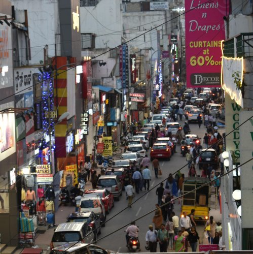 A view of Commercial Street. DH Photo/Srilekha R
