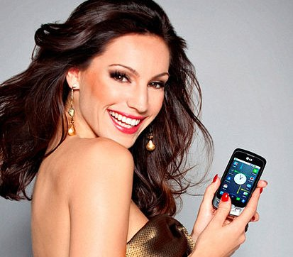 Kelly Brook says no to plastic surgery