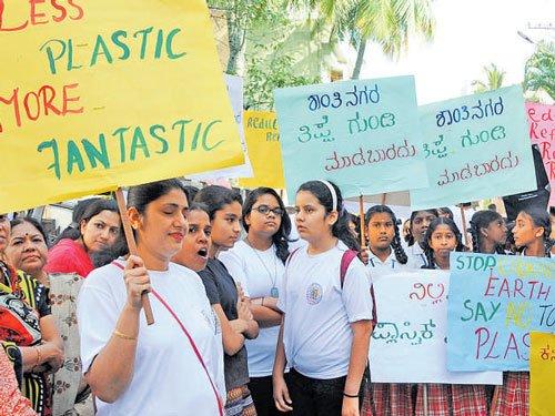 Shanthinagar residents take out walkathon against plastic use