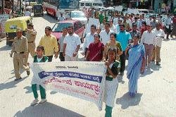 Students take out jatha against use of plastic in Madikeri