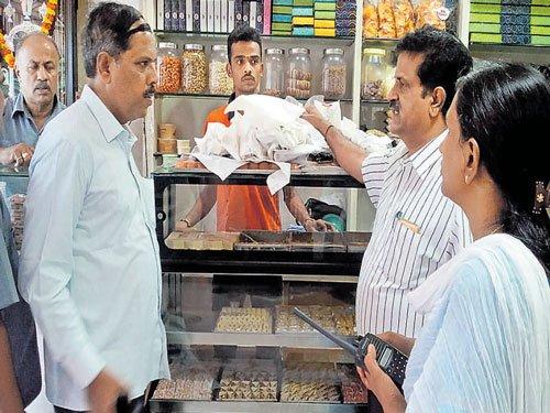 Restaurants seek more time on plastic ban