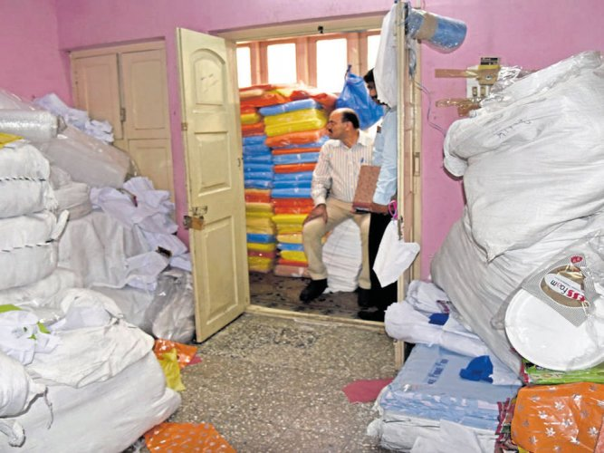 Palike cracks the whip, seizes eight tonnes of banned plastic