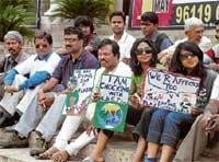 Silent protest to press for ban on plastic