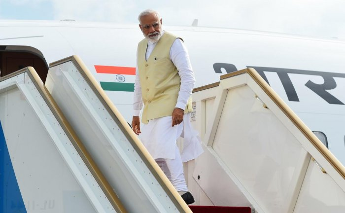 Indian Prime Minister Narendra Modi looks on from a plane on his departure at Bandaranaike International Airport in Katunayake, near Colombo, on June 9, 2019. - India's Prime Minister Narendra Modi on June 9 made an unscheduled stop at a Catholic church b