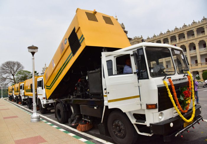 An RTI reply reveals that the civic body has incurred a loss of Rs 44 lakh on each of the nine sweeping machines. DH File Photo/B H Shivakumar