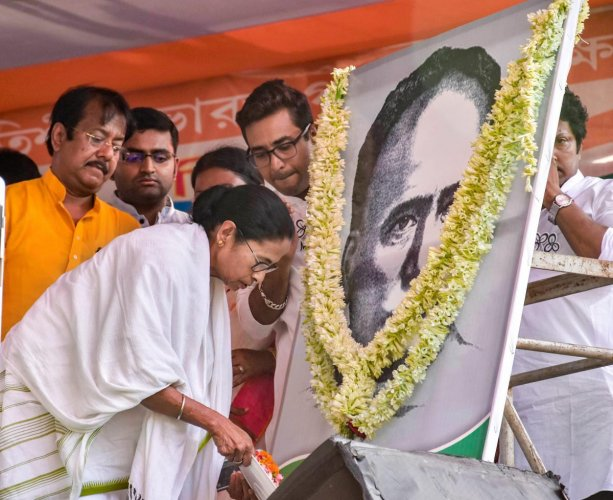 West Bengal Chief Minister Mamata Banerjee pays tribute to polymath Ishwar Chandra Vidyasagar, one day after his statue was vandalised during BJP President Amit Shah's election rally, in North Parganas. (PTI Photo)