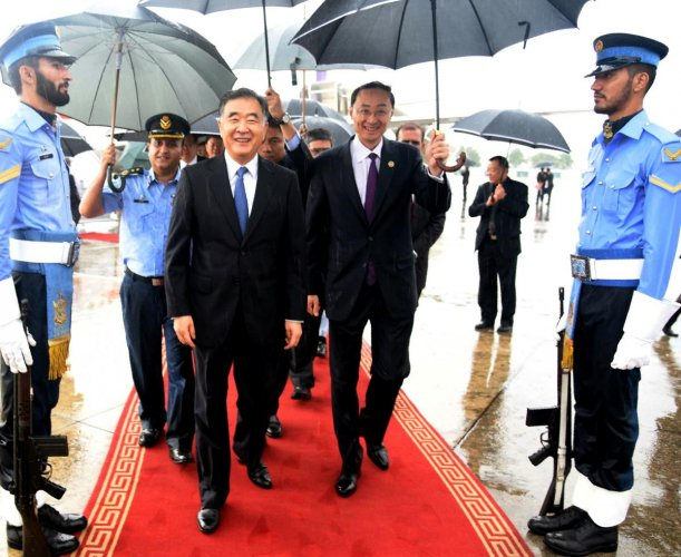 Chinese Vice Premier Wang Yang (C-L) is flanked by Chinese Ambassador to Pakistan Sun Weidong (C-R). (AFP File Photo)