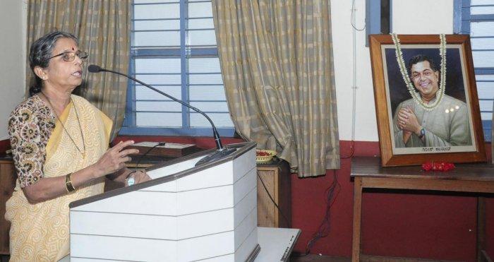 Writer Vaidehi speaks at a programme organised to pay tributes to Jnanpith awardee late Girish Karnad at Rashtrakavi Govinda Pai Research Centre in Udupi.