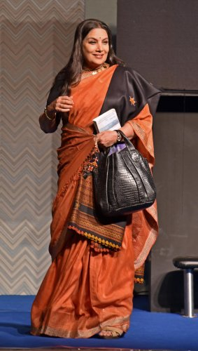Shabana Azmi, acting a play Broken Images written by Girish Karnad, directed by Alyque Padmsee at Good Shepherd auditorium in Bangalore. (DH File Photo)
