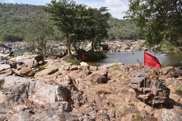 The spot where Karnataka has proposed to construct a balancing reservoir across Cauvery river at Mekedatu near Kanakapura in Ramnagar district. DH File Photo