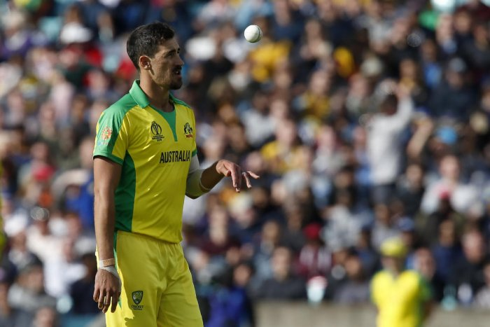 Australia's Mitchell Starc prepares to bowl during the 2019 Cricket World Cup group stage match between Sri Lanka and Australia at The Oval in London on June 15, 2019. (Photo by AFP)