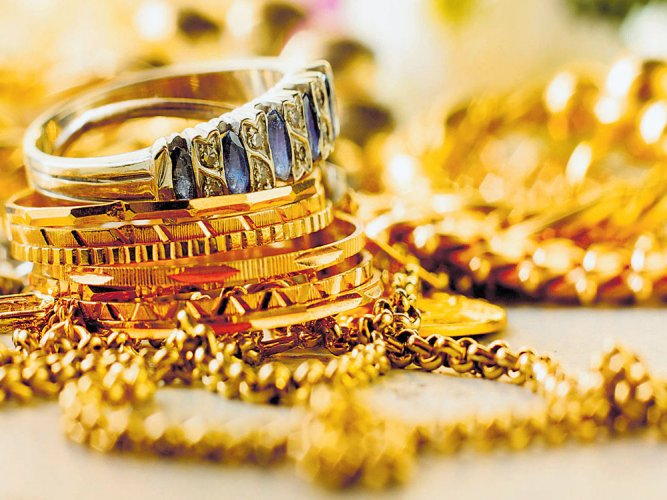 Five gold biscuits of 100 gram each, a gold bangle and three rings were seized from Kishor Kumar Maheshwari, Ramesh Patr and Kailash Mali on Saturday, they said. (File Photo for representation)