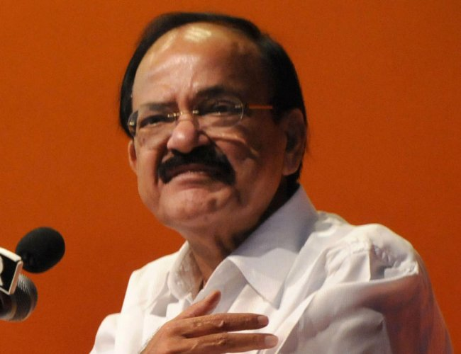 Naidu 'advises' Rajnath to take personal interest in expediting defence projects in AP. (DH Photo)