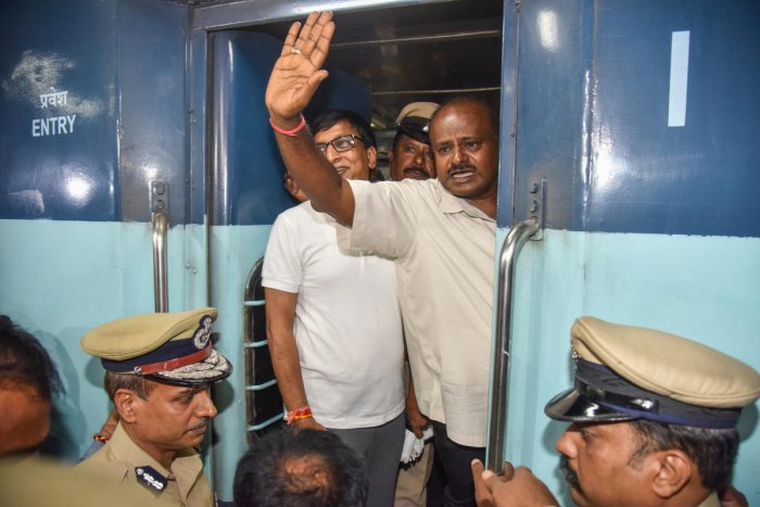 H D Kumaraswamy, Chief Minister, departure from Bengaluru in Karnataka Express Rail to Yadgiri for Grama Vatsvya programme at Cantonment Railway station in Bengaluru on Thursday. Photo by S K Dinesh
