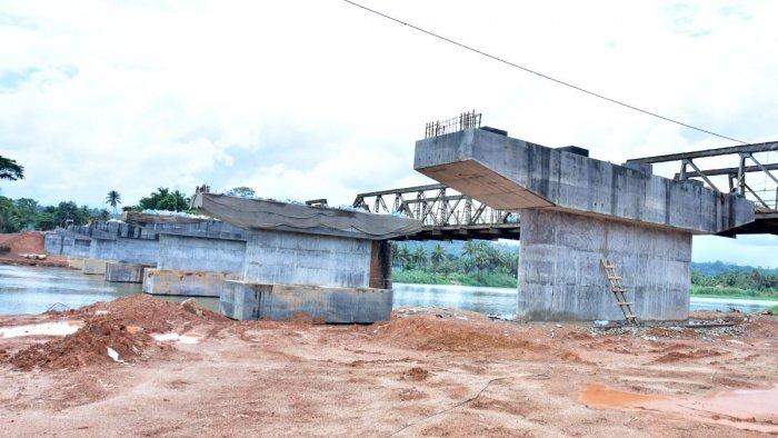The work on the new bridge across River Phalguni at Gurpura in progress.