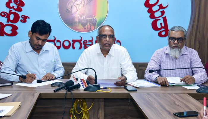 Mangaluru Smart City Ltd MD Narayanappa addresses reporters in Mangaluru on Tuesday.
