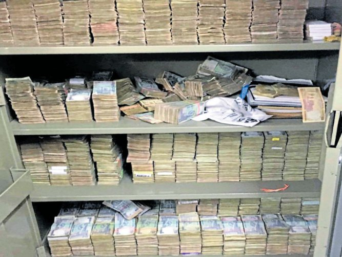 Income-Tax officials have seized Rs 6 crore from the bank lockers of D T Paramesh, who was among the contractors and engineers searched by Income-Tax department officials on March 28.