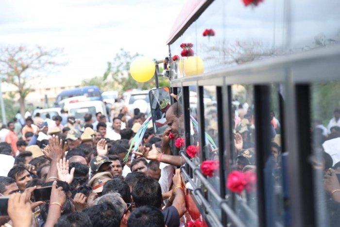 Chief Minister H D Kumaraswamy threatens protesters in Raichur.