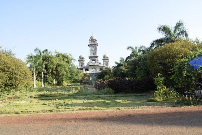 Well-planned: The British-style Patwardhan palace at Jamkhandi
