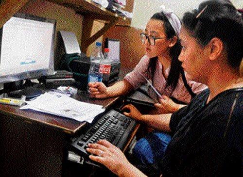 DU aspirants turn to political help desks as cyber cafes overcharge