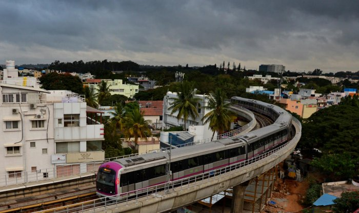 The six coach train from Mysore Road suffered glitches while entering Cubbon Park station. (DH File Photo. For representation purpose)
