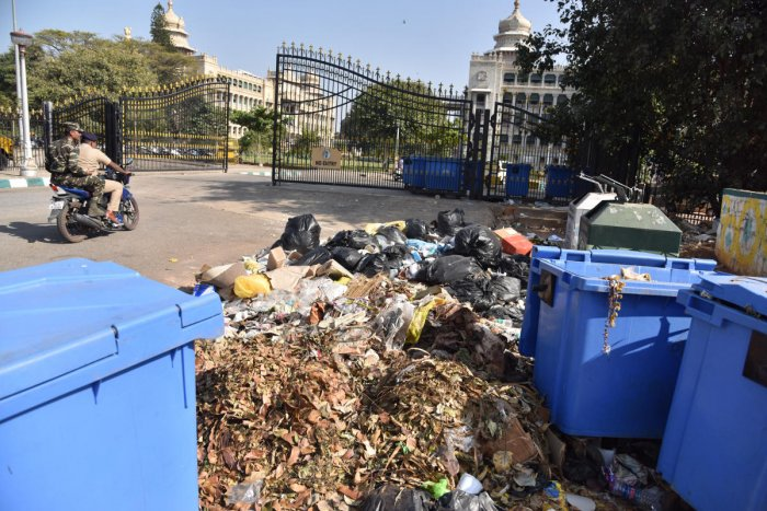 All government offices in BBMP limits may be asked to segregate waste. This picture shows a garbage pile outside the Vidhana Soudha. DH PHOTO/JANARDHAN B K