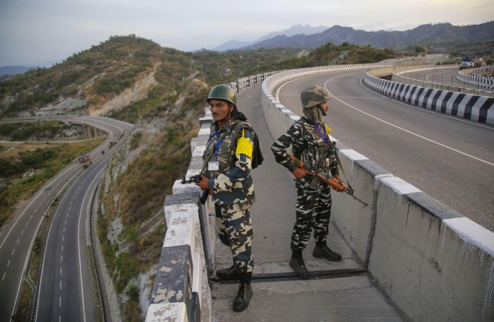 JK politicians question civilian traffic ban on highway | Deccan Herald