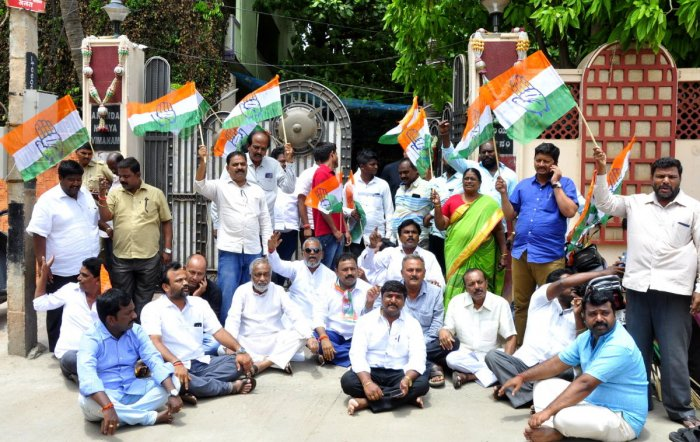 Congress workers, joined by DCC office-bearers, stage a dharna in front of Vijayanagara MLA Anand Singh's residence in Hosapete on Wednesday.