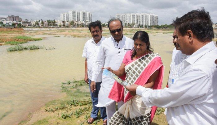 Mayor Gangambike Mallikarjun during an inspection of Sarakki Lake on Friday. DH PHOTO/ANUP R THIPPESWAMY