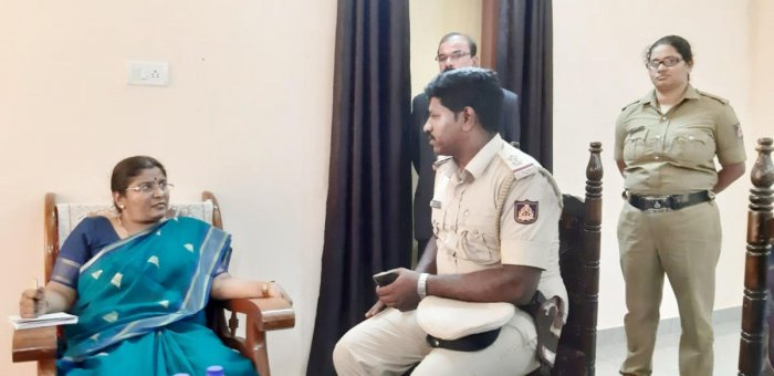 Karnataka State Commission for Women Chairperson Nagalakshmi Bai speaks to Sampya Police Station SI Sathivelu in Puttur on Saturday.