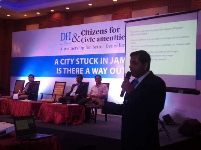 Mobility expert Ashish Verma addresses the crowd. DH photo