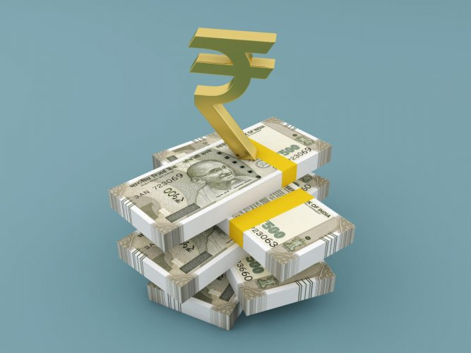 The rupee on depreciated by 16 paise to 68.58 against the US dollar in early trade, mainly due to heavy selling in domestic equities and foreign fund outflows. (File Photo)