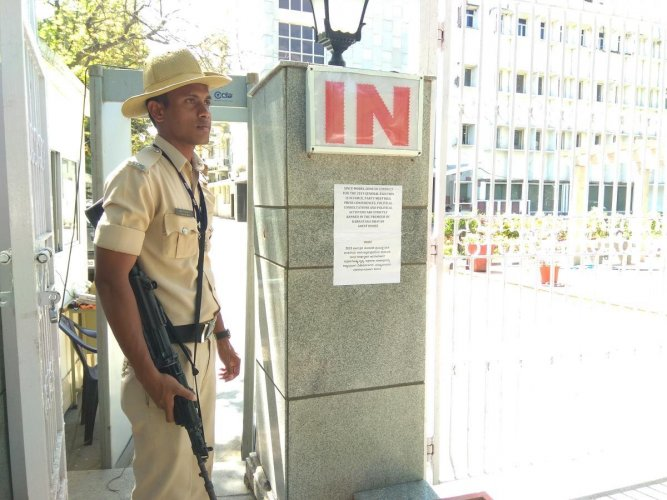 A KSRP personnel guards the Karnataka Bhavan in New Delhi.