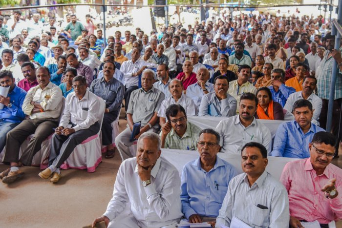 Citizens of Yelahanka Assembly constituency participated in the 'Janaspandana-Citizens for Change' programme organised by Deccan Herald and Prajavani at the BBMP office courtyard, Yelahanka Satellite Town, on Sunday. DH Photo/S K Dinesh