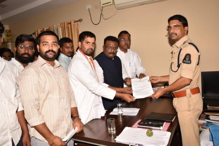 Telangana Congress leaders filing a complaint on Subramanian Swamy in Abids Road Police Station, Hyderabad.
