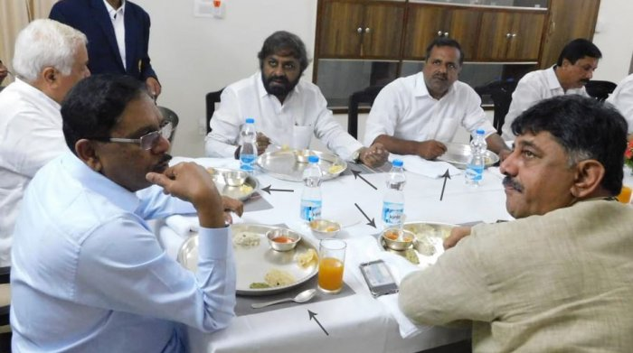 "The ministers, including Deputy Chief Minister G Parameshwara and R V Deshpande, were seen relishing breakfast in ""silver plates"". (Pic Special Arrangement)"