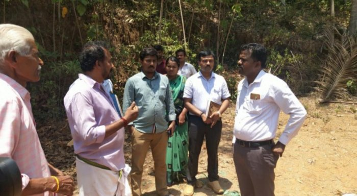 Tahsildar Kunhi Ahmmed interacts with the residents of first ward Kalamane Road in Jalsoor gram panchayat on Friday.