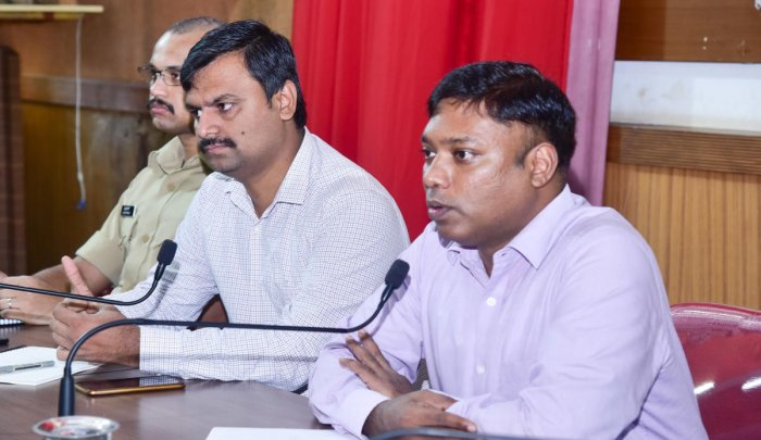 Deputy Commissioner Sasikanth Senthil speaks at a meeting on safety of girl students held at the Zilla Panchayat Hall in Mangaluru on Monday.