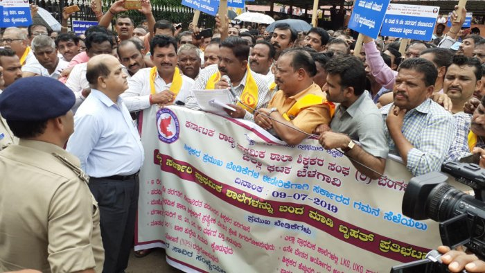 The Karnataka State Government Primary School Teachers Association had called for the strike last week.